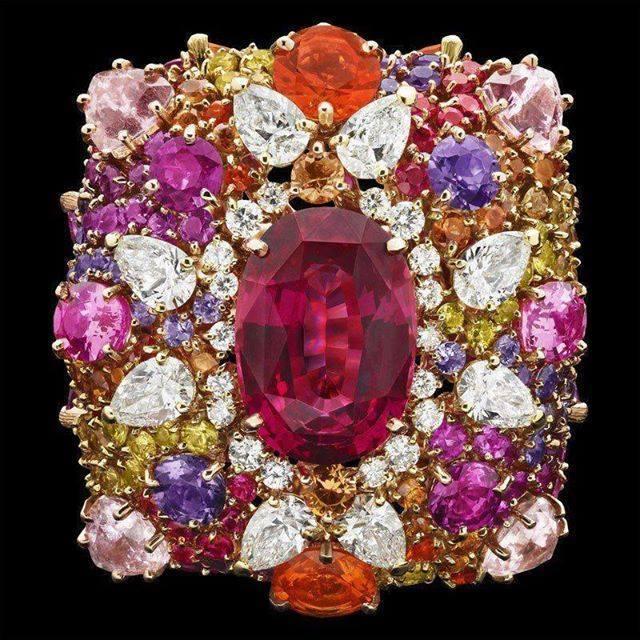 woman-jewel-ring